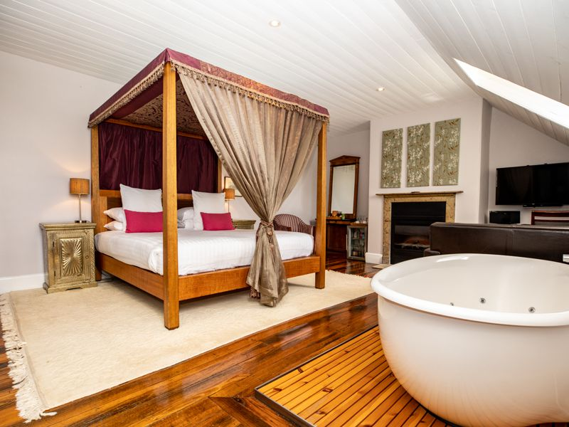 A Luxurious Deluxe Accommodation Room with Spa Bath at Quamby Homestead