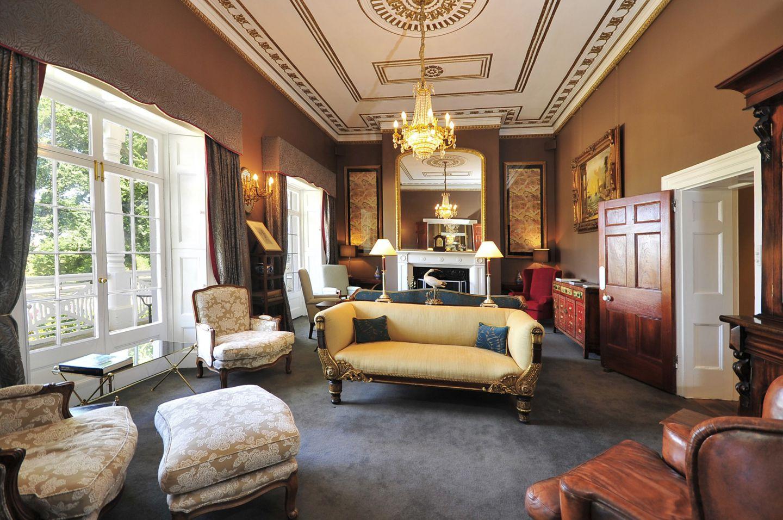 9 Homestead Lounge